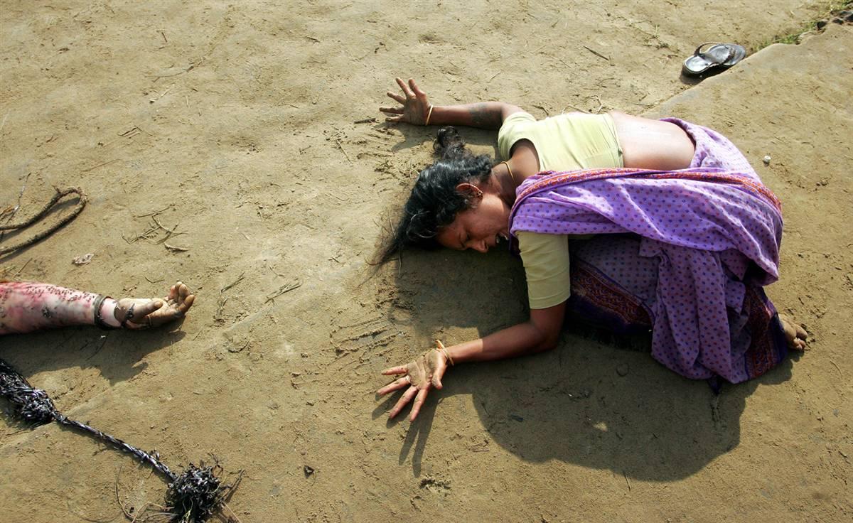 2004_REUTERS, Arko Datta -tsunami-grief.ss_full.jpg