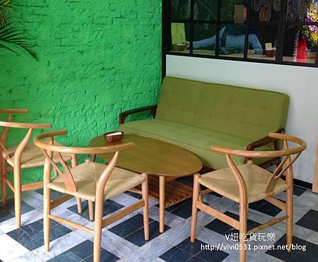綠色沙發.JPG