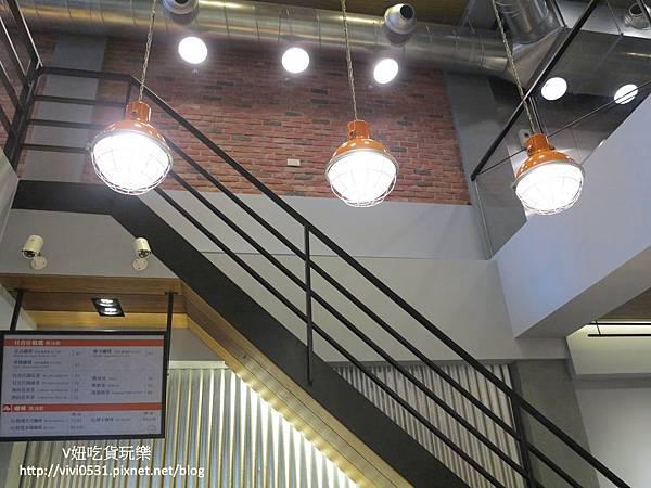 1樓燈.JPG