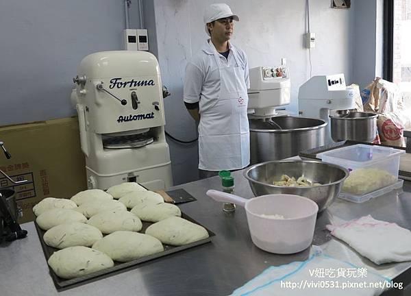 製作麵包.JPG