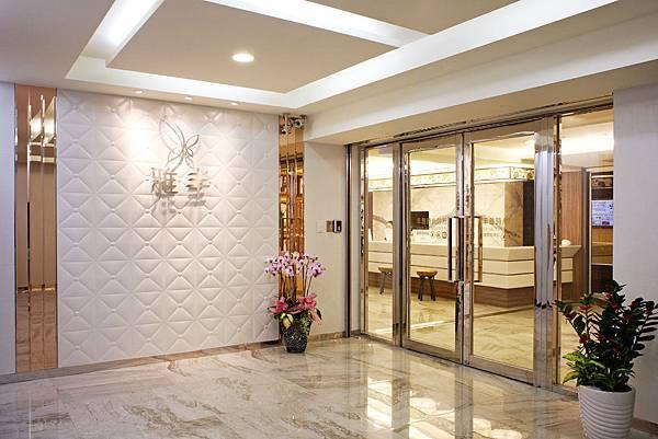 丰雅時尚診所大廳入口處.jpg