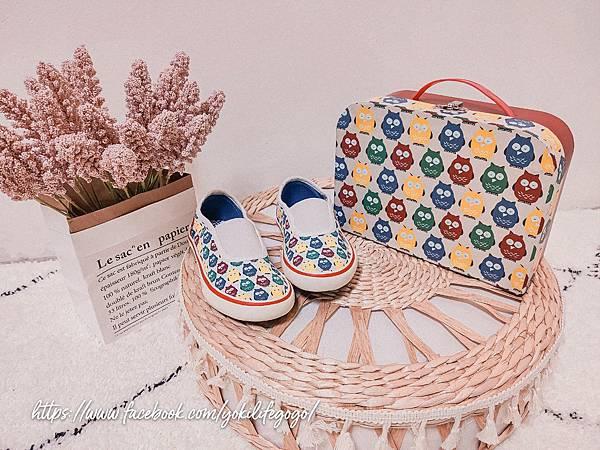 英國 POCO NIDO 兒童懶人帆布鞋 (1).jpg