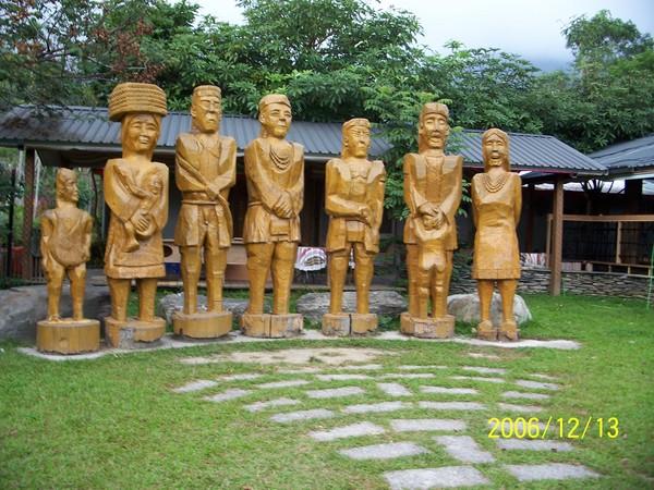 20061213布農部落的木雕.jpg
