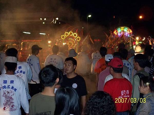拍攝於澎湖縣政府前的熱鬧畫面.jpg