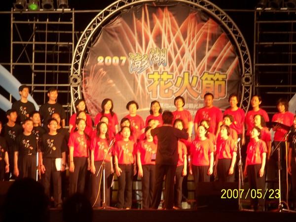 這是在花火節上表演節目的團體_001.jpg