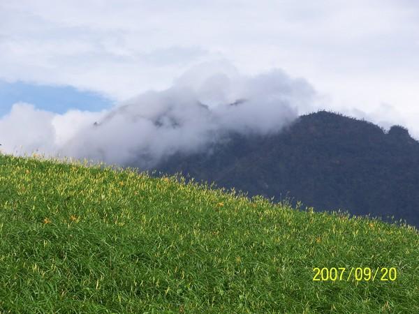 2007/9/20在六十石山山嶺上所拍攝的風景.jpg