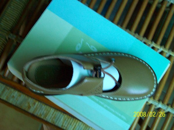 這是在此趟旅遊出發錢哈尼買給我的鞋子粉好穿唷^^_002.jpg