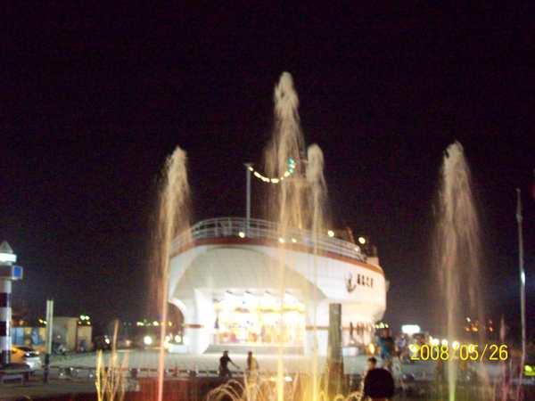 20080526菊島之星前的水舞秀04.jpg