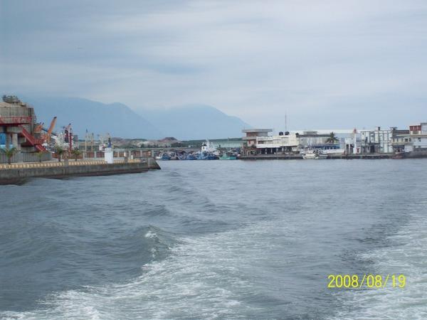 20080819上船後往回拍花蓮港01.jpg