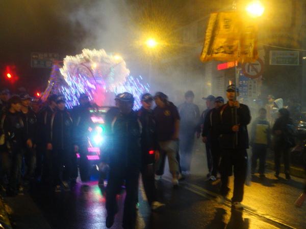 20110215拍攝於武轎踩街022.jpg