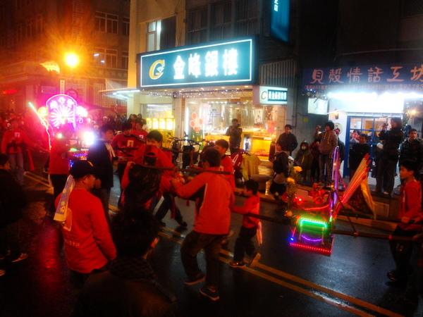 20110215拍攝於武轎踩街041.jpg