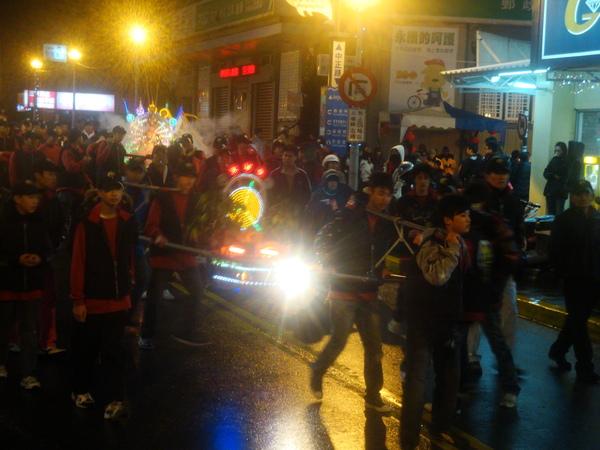 20110215拍攝於武轎踩街080.jpg