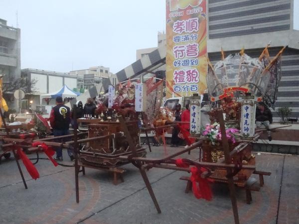20110215拍攝於澎湖縣政府武轎踩街前002.jpg