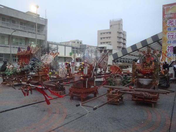 20110215拍攝於澎湖縣政府武轎踩街前003.jpg