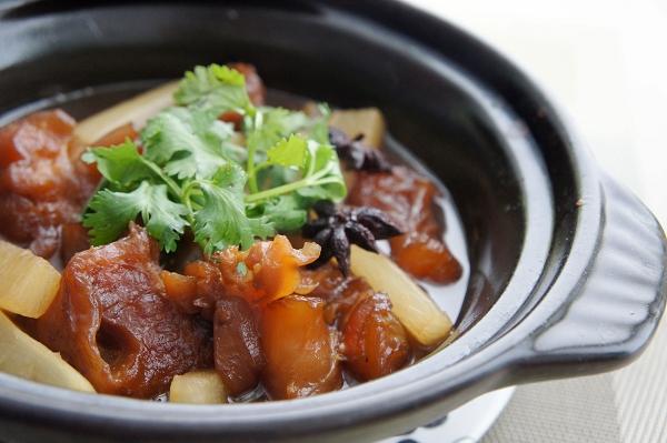 白蘿蔔牛筋煲