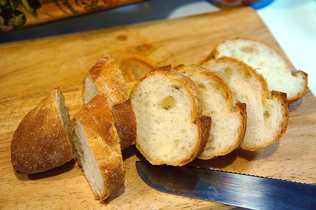 法國麵包,乳酪起士,小番茄羅勒