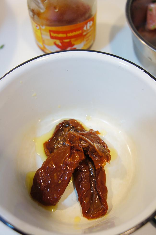 日曬番茄乾蘿勒拌麵