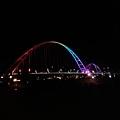 夜晚新月橋.jpg