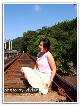 小豬想趁火車來前先拍張照片