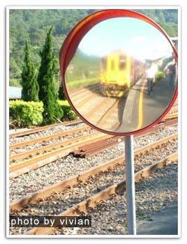 鏡子裡的火車