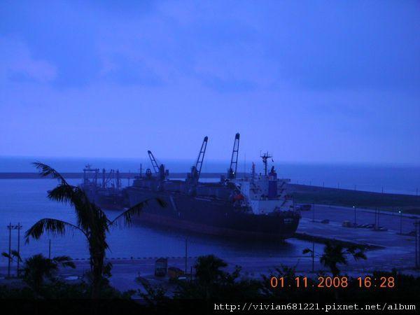 DSCN4377 好近的花蓮港~2.jpg