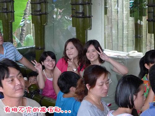 六福村---排隊排不完.jpg
