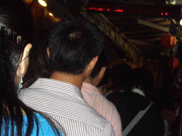 阿蘭草仔粿人潮20081011.JPG