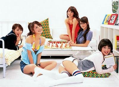 佐佐木希一人分飾演五種不同個性的美女.jpg