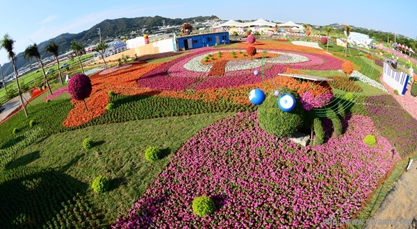 2012臺中國際花毯節、新社花海暨中臺灣農業博覽會17日登場