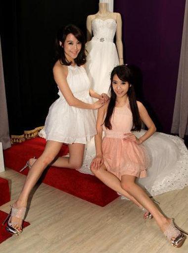 雙胞胎女星依依+佩佩-02.jpg
