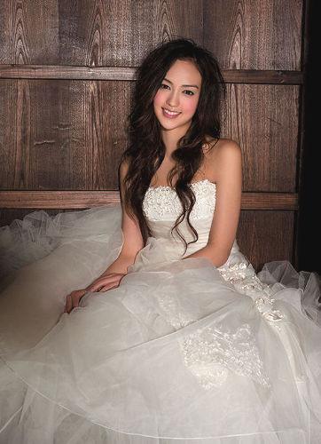 謝婷婷拍起婚紗照掩蓋不住熱戀中的嬌羞氣息.jpg