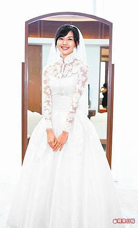 孫燕姿的蕾絲婚紗十分典雅.jpg