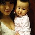 22歲小辣媽分享哺乳照.jpg