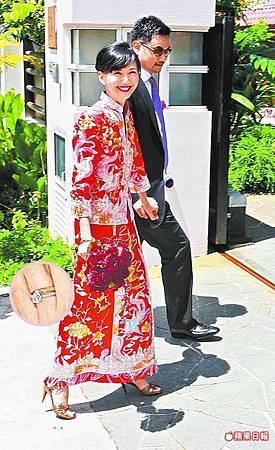 納迪姆+穿著紅色中式禮服的孫燕姿.jpg