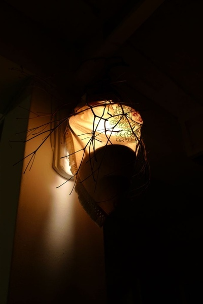 白天不起眼的燈  到了晚上變成底片殺手