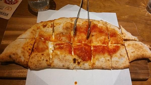 1030916-8PIZZERIA OGGI波隆那肉醬拿坡里披薩餃.jpg