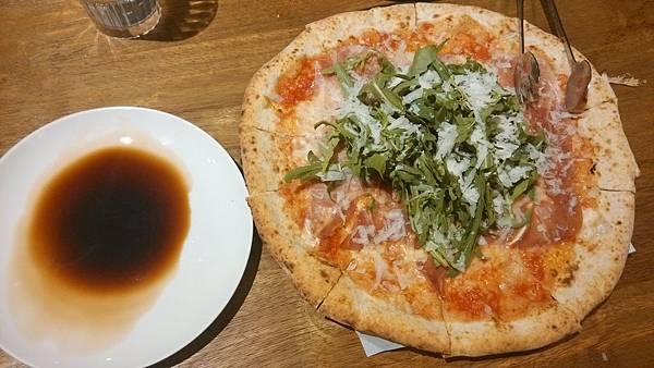 1030916-9PIZZERIA OGGI帕馬火腿芝麻葉披薩.jpg