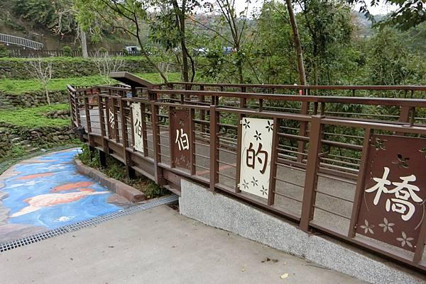 1060326-2峨嵋湖彩繪漂漂河步道.JPG