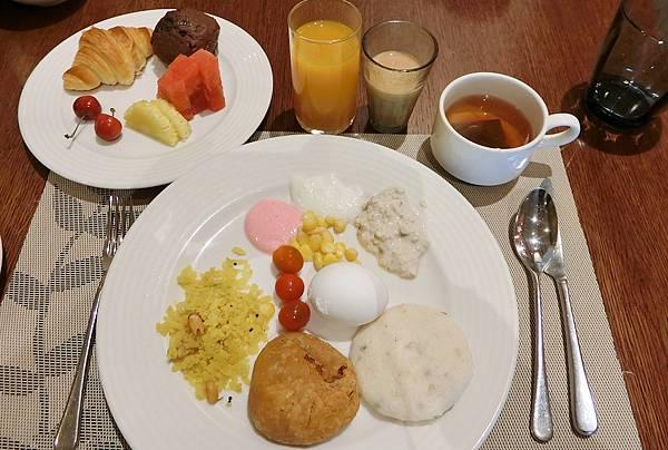 1070618-1 ITC WELCOMHOTEL 早餐.JPG