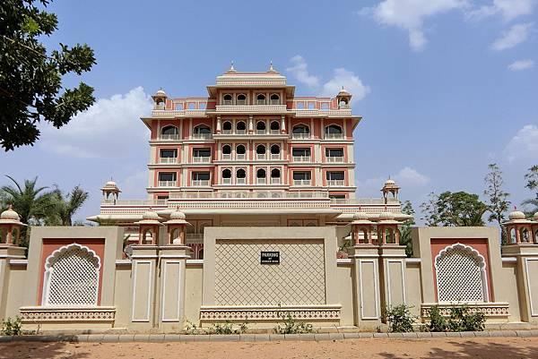 1070618-64 INDANA PALACE JAIPUR.JPG