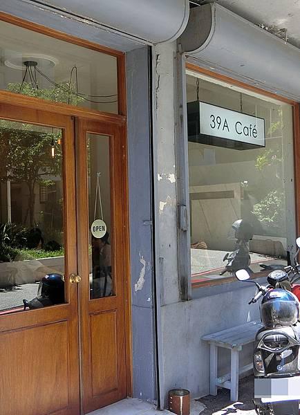 1070708-1.39A Cafe.JPG