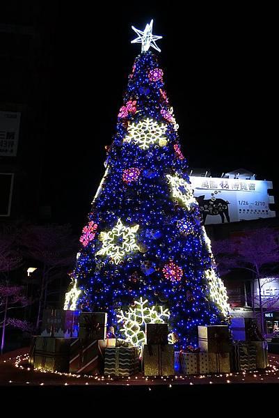 1071217-16新竹之心聖誔燈飾.JPG