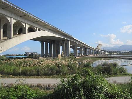 高速公路的高架橋