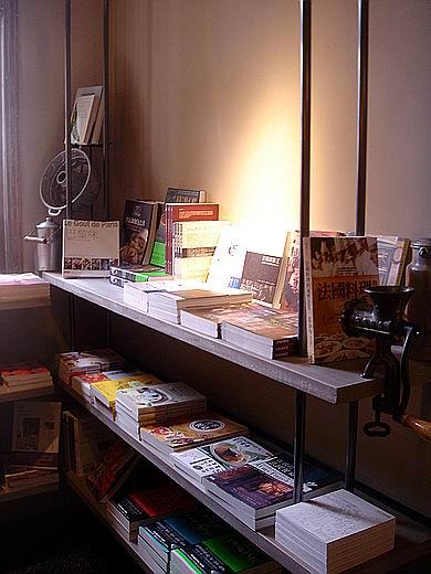 esbookcase13.jpg