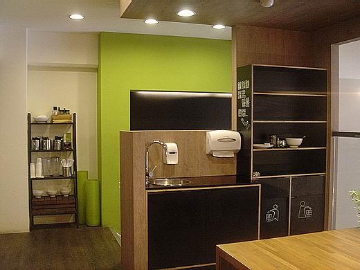 jcoffe100704.jpg