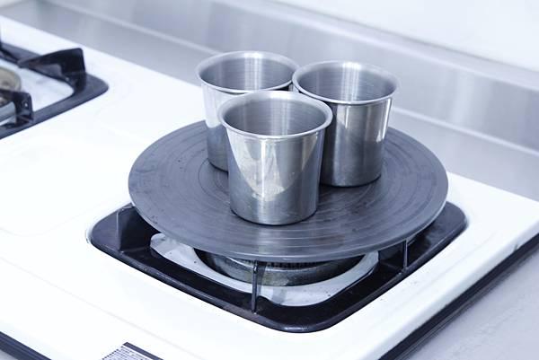 有了潔能板,可以用小鋼杯加熱牛奶