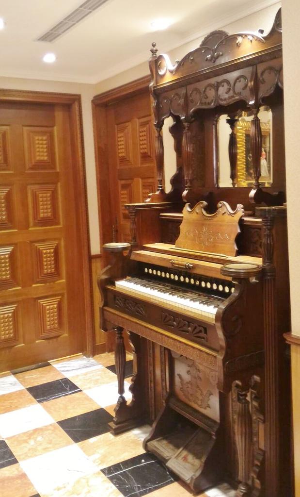 阿金海鮮-古董鋼琴.jpg