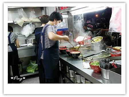 莊記牛肉麵-料理區1.jpg