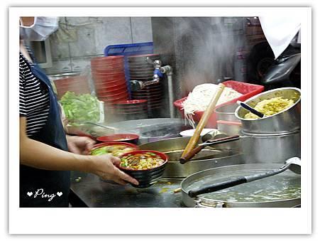 莊記牛肉麵-料理區3.jpg