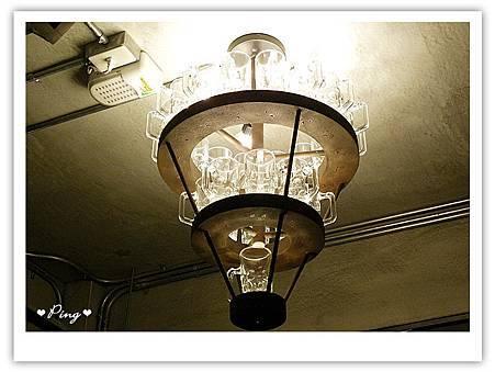乾杯-酒杯燈飾.jpg